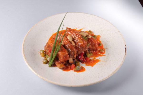 свиные рёбра в ореховом соусе из ресторана