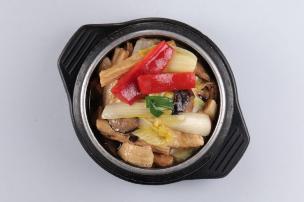 горячий салат из пекинской капусты из ресторана