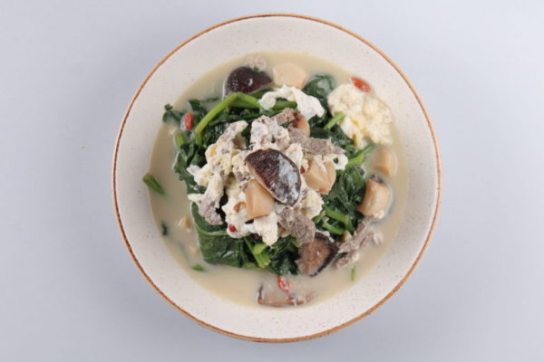 теплый салат из шпината из ресторана