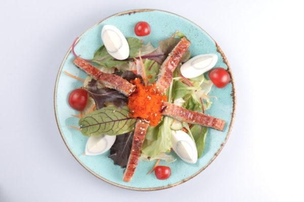 салат с угрем из ресторана