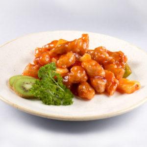 Свинина жареная с ананасами и овощами в соусе