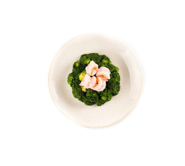 брокколи обжаренные с креветками вспециальном соусе из ресторана