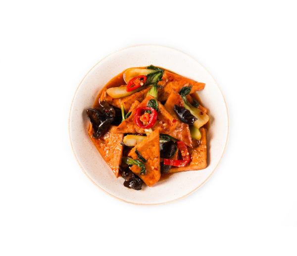 тофу с овощами в остром соусе из ресторана